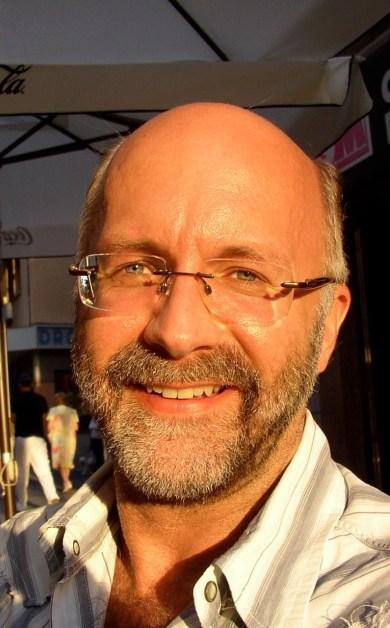 André Thibault est un linguiste québécois spécialiste des accents français, aujourd'hui professeur à l'UFR de Langue française de Sorbonne Université.