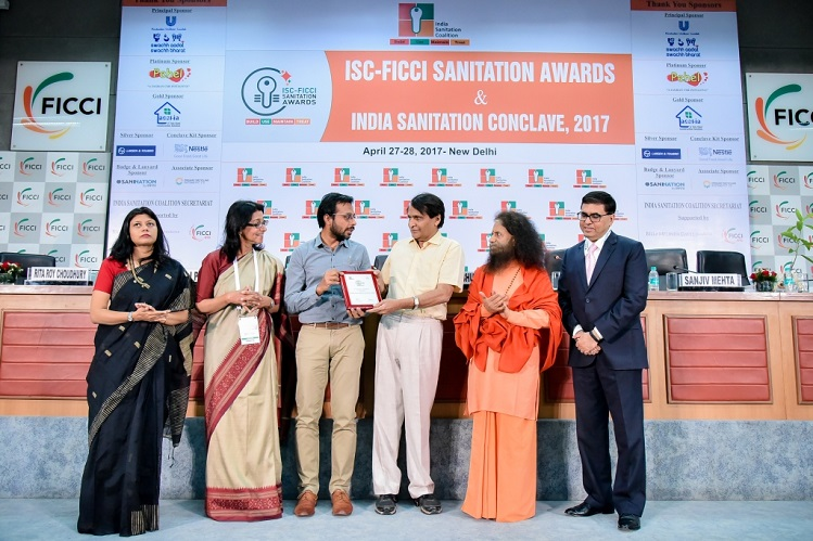 <b>Railways Minister Mr. Suresh Prabhu Presented ISC-FICCI 2017 Award to Grameen Koota for Best Financial Accessibility for Sanitation</b>