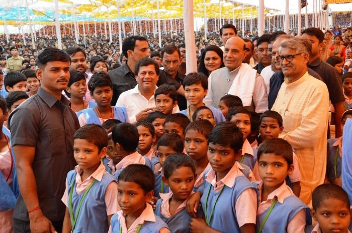 <b>Shri Rajnath Singh, Union Minister of Home Affairs appreciating the KISS model</b>