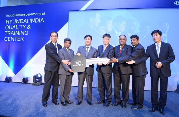 <b>Mr. Y.K Koo, MD & CEO, Hyundai Motor India Ltd. and Mr. Rakesh Srivastava, Director Sales & Marketing, Hyundai Motor India Ltd. handing over keys to the team of India Quality & Training Centre</b>