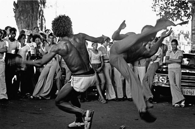 Dança da Capoeira II (The Dance of Capoeira II), 1976. Photograph.