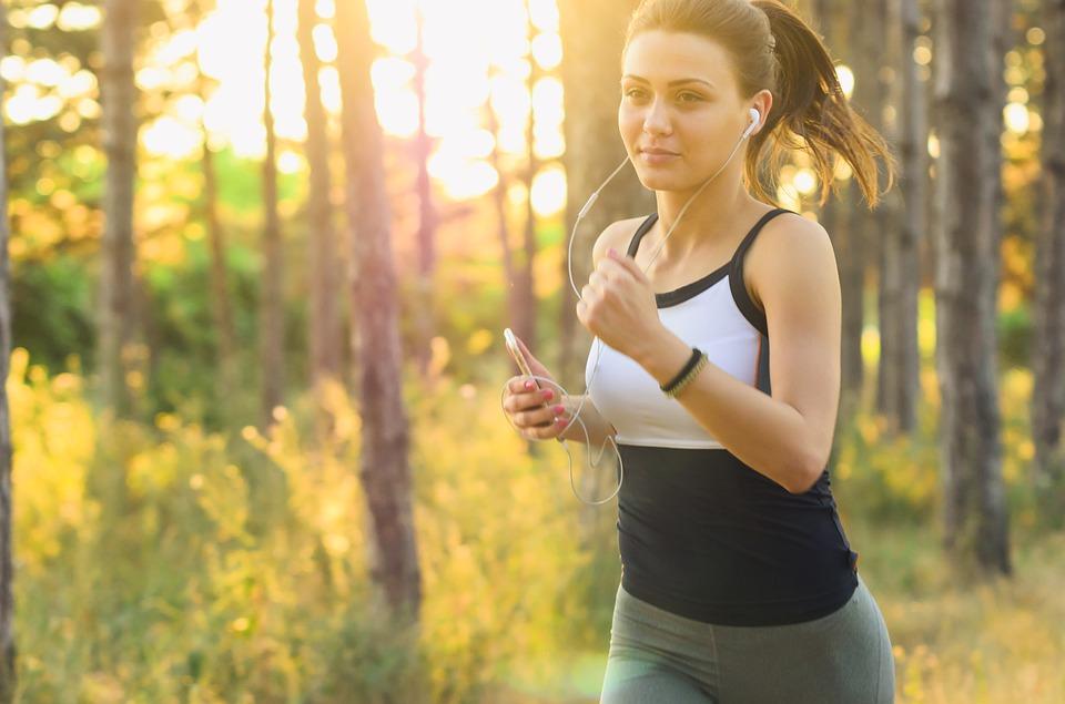 Con una hora de running puedes quemar entre 700 y 800 calorías. (Foto: Pixabay)