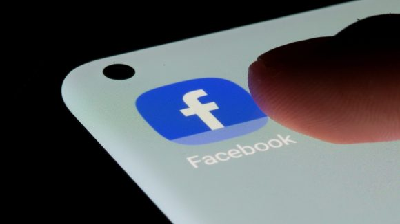 Facebook, WhatsApp, and Instagram are all experiencing outages