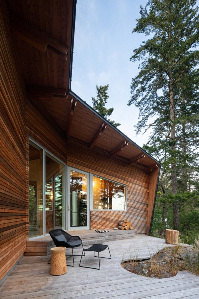 western red cedar siding in sooke