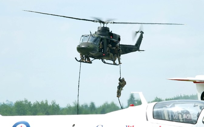 CSOR conducting fast rope training.