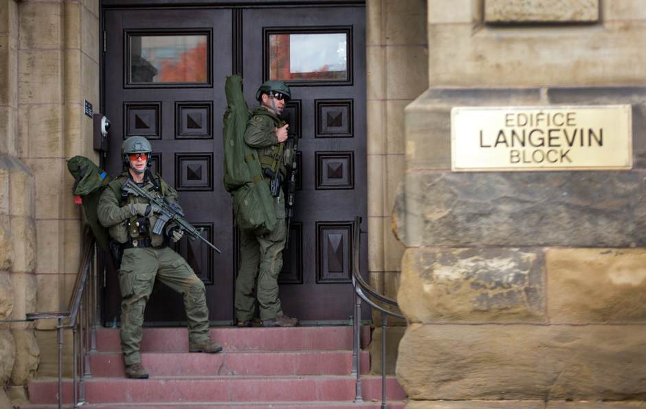RCMP ERT snipers trying to enter the Langevin Block during the Ottawa shooting. Courtesy of the National Post.