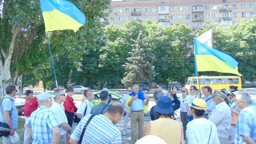 A group of protesters rally in Mariupol against the withdraw of BTDs. Image courtesy of 0629.ua