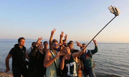 migrant-crisis-Syria-selfie-stick-603511