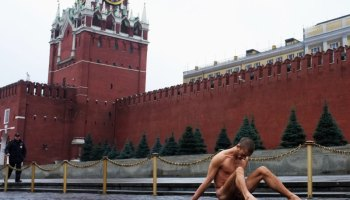 Adventure Darwinism - Man nails scrotum to Red Square, then sets the FSB on fire