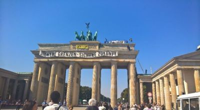 Anti-Islam activists stage protest atop Berlin monument