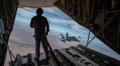 Sumos provide aerial refueling during exercise Pitch Black 2016