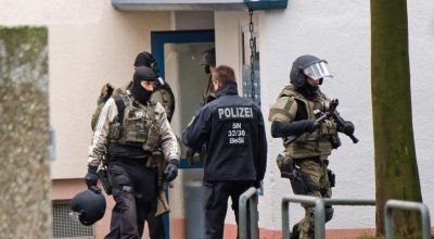 Manhunt for German bomb plot suspect; 1 man in custody