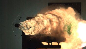 The Pentagon Wants to Fire Railgun Projectiles From Army Howitzers