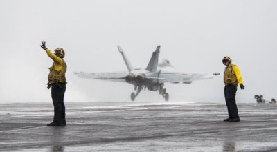 Photo of the day: Navy F/A-18E Super Hornet launches from USS H.W. Bush