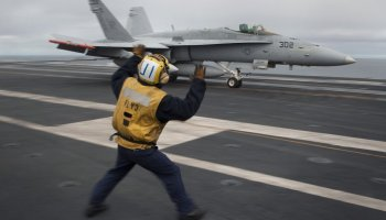 US Navy F-18 Hornet pilot ejects while approaching USS Carl Vinson