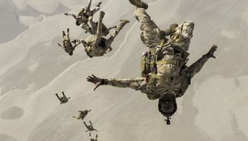 Picture of the Day: Qatari Special Forces Free Fall