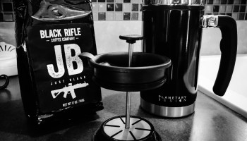 Desk Press with Brü-Stop: Brew the best coffee right at your desk