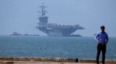 US Aircraft Carrier docks in Vietnam for first time since Vietnam War
