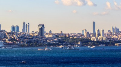 Istanbul skyline. | By Ben Morlok [CC BY-SA 2.0], via Wikimedia Commons