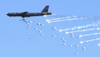B-52 bomber can now lay an entire ocean minefield from 40 miles away... but that's just the beginning
