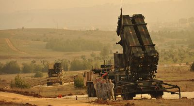 U.S. Service members stand by a Patriot missile battery in Gaziantep, Turkey. (WikiMedia Commons)