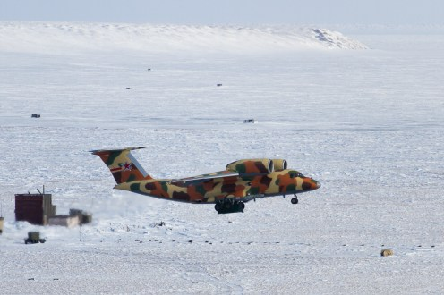 Russian_Border_Guards_Antonov_An-72P_(RF-72020)_rotates_at_Tiksi