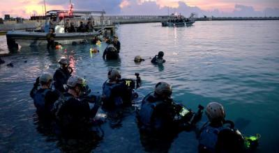 GULF OF MEXICO (Oct. 11, 2018): Members assigned to Naval Special Warfare Group 2 conduct military dive operations. U.S. Navy SEALs engage in a continuous training cycle to improve and further specialized skills needed during deployments across the globe. SEALs are the maritime component of U.S. Special Forces and are trained to conduct missions from sea, air, and land. (U.S. Navy photo by Senior Chief Mass Communication Spc. Jayme Pastoric/Released)
