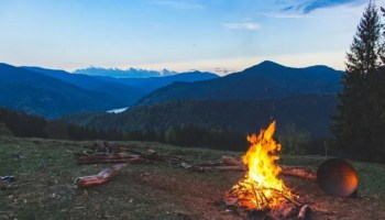 Wilderness survival expert breaks down how to build a fire
