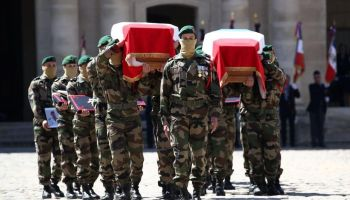 The Pic of the Day: French commandos carry their fallen