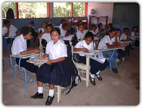 https://i2.wp.com/cms7.blogia.com/blogs/a/an/ant/antoncastro/upload/20060911095550-escuela-del-mundo.jpg