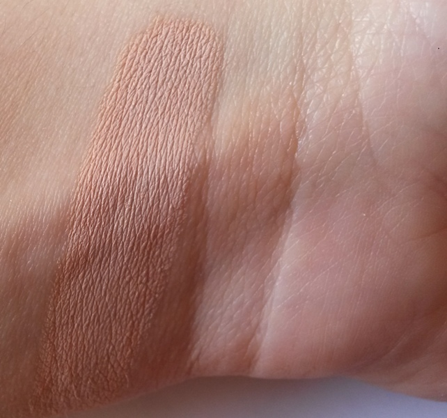 ClioMakeUp-recensione-Debby-Lasting-&-Perfect-Fluid-Foundation-concealer-swatch
