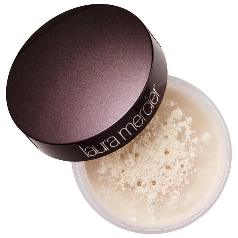 ClioMakeUp-kylie-Jenner-make-up-routine-mattino-18-step-base-cipria-laura-mercier