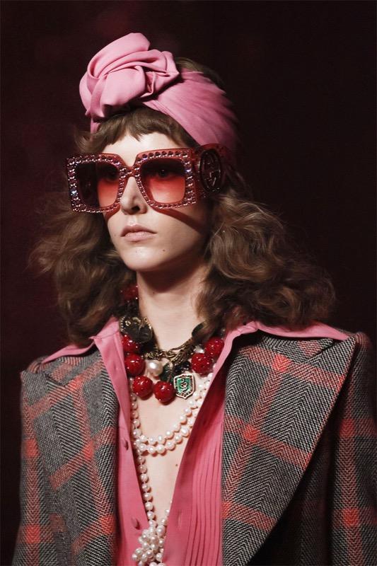 ClioMakeUp-occhiali-da-sole-colorati-rosa-azzurri-rossi-gialli-arancioni-vintage-8