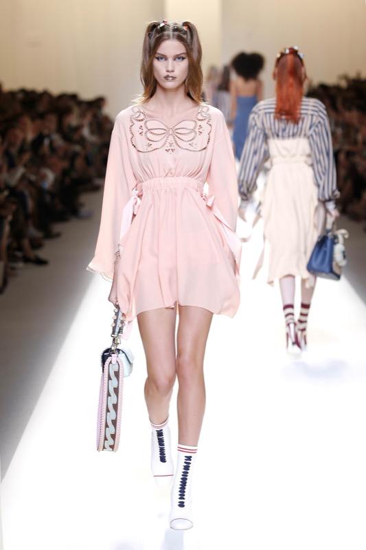 ClioMakeUp-millennial-pink-rosa-primavera-2017-abbinamenti-outfit-sfilate-look-accessori-12