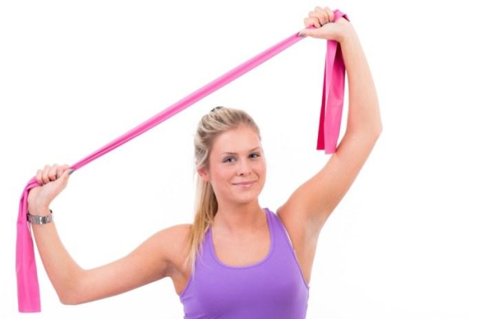 ClioMakeUp-esercizi-fitness-donna-kettleball-fitball-elastico-stretching-piegamenti-13