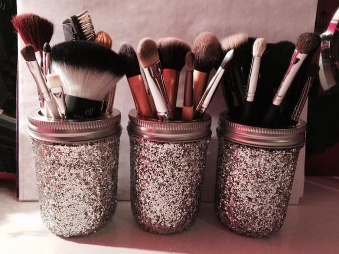 cliomakeup-come-organizzare-trucchi-10-vasi-glitter