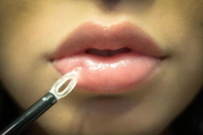 cliomakeup-lip-plumper-volume-labbra-14-glamglow