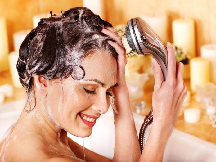 cliomakeup-capelli-grassi-rimedi-lavaggio