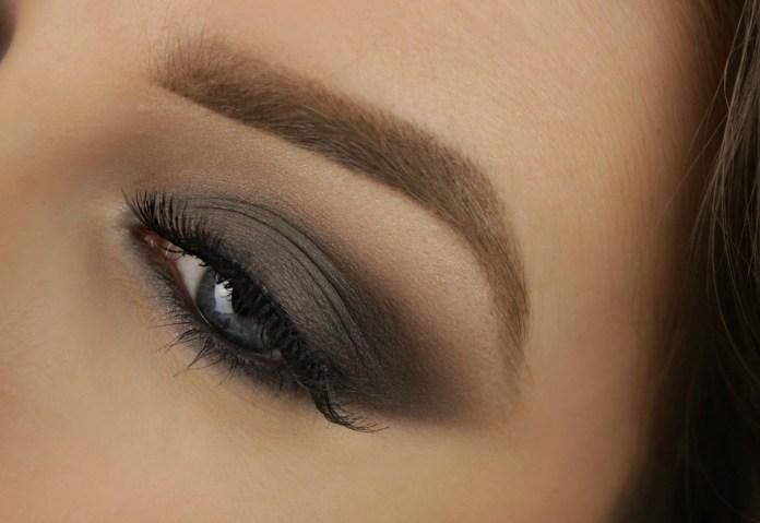 cliomakeup-come-truccare-occhi-grigi-7-smokey-eyes-grigio