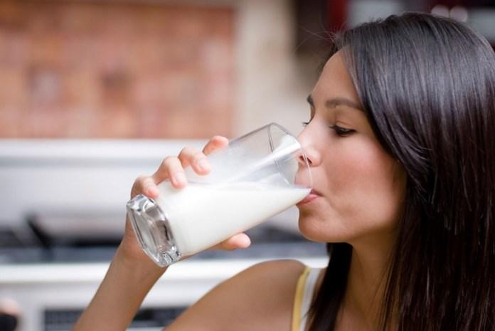 cliomakeup-4-veleni-bianchi-donna-beve-latte-15