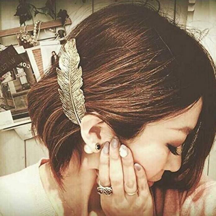 ClioMakeUp-accessori-capelli-capodanno-molletta-piuma.jpg
