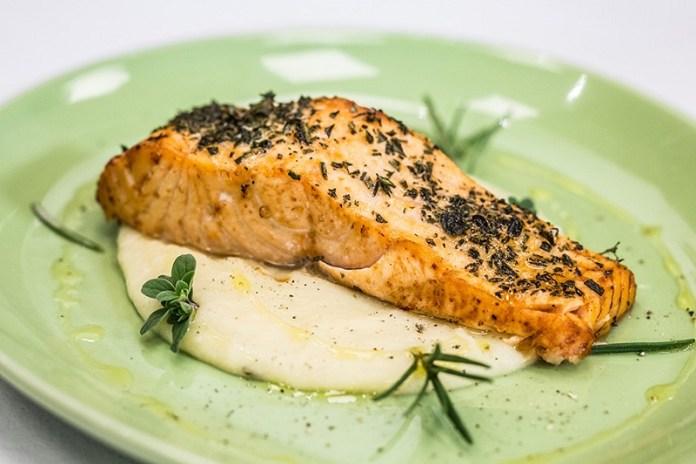 cliomakeup-alimenti-donne-13-salmone-forno