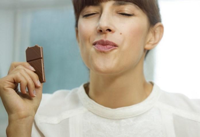cliomakeup-peso-cambia-cause-3-cioccolato-sindrome-premestruale