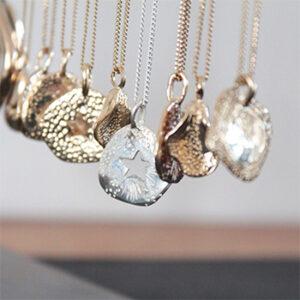 Céline Lareynie, colliers dorés fabriqués en France à Rosey-Sous-Bois en Île-de-France