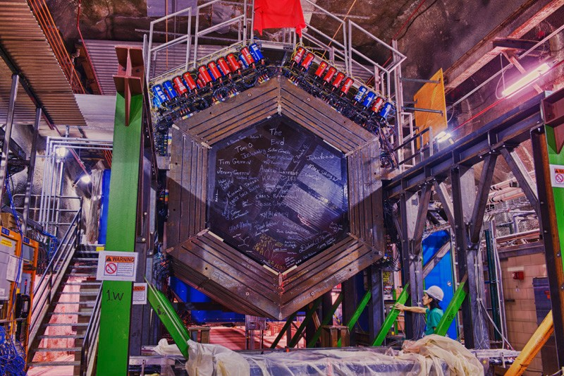By creating an algorithm that automatically creates neural networks, ORNL researchers could make it easier for scientists to use deep learning in their work. Already, it's speeding research on neutrino detection at Fermi National Accelerator Laboratory.
