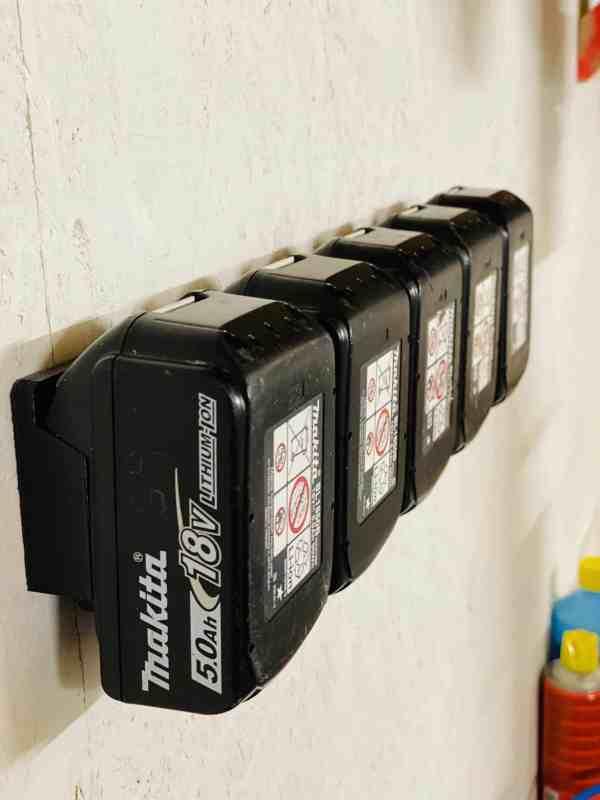 Batteriholdere på skinne