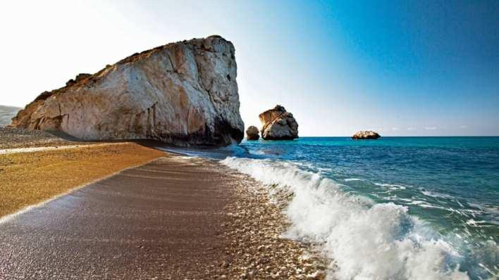 على هذه الجزيرة في البحر الأبيض المتوسط.. ولد الحب - CNN Arabic