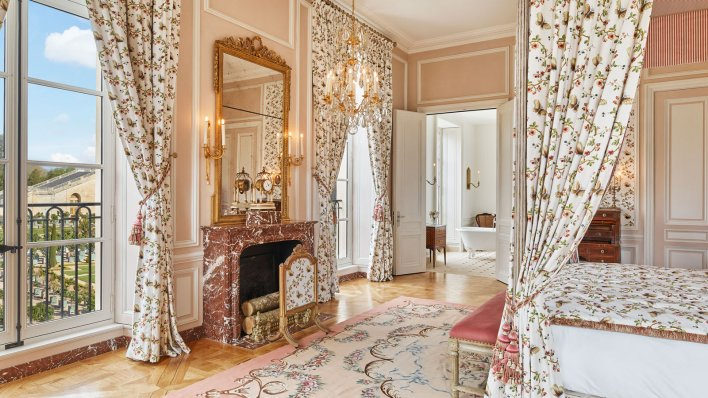 Opening of the first hotel in the Palace of Versailles