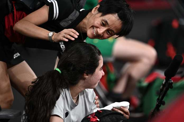 Tokyo Olympics..Austrian player consoles Syrian Hind Zaza after her defeat