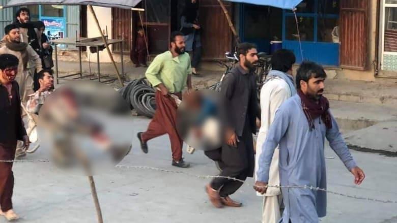 جرحى أفغان في الانفجار الأول الذي هز محيط مطار كابول